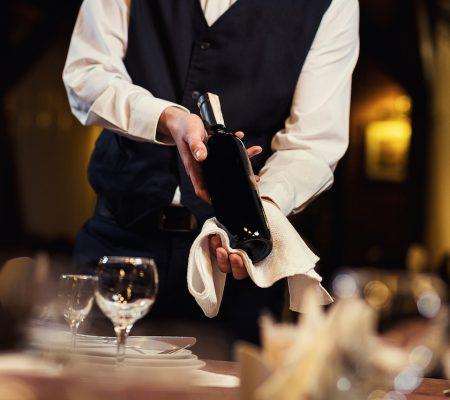 Подача и сервировка вина для официантов